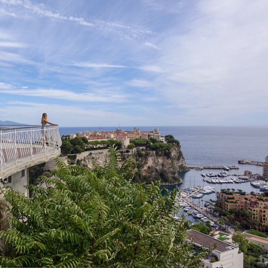 Widok z  Jardin exotique de Monaco