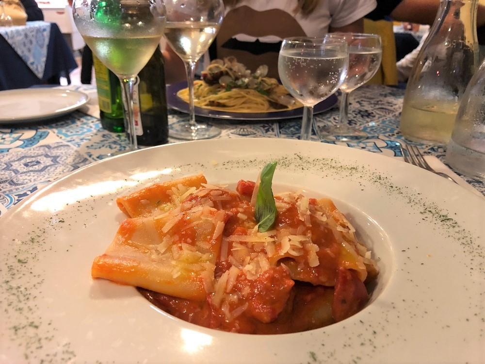 Paccheri allo scarpariello w restauracji La Terrazza