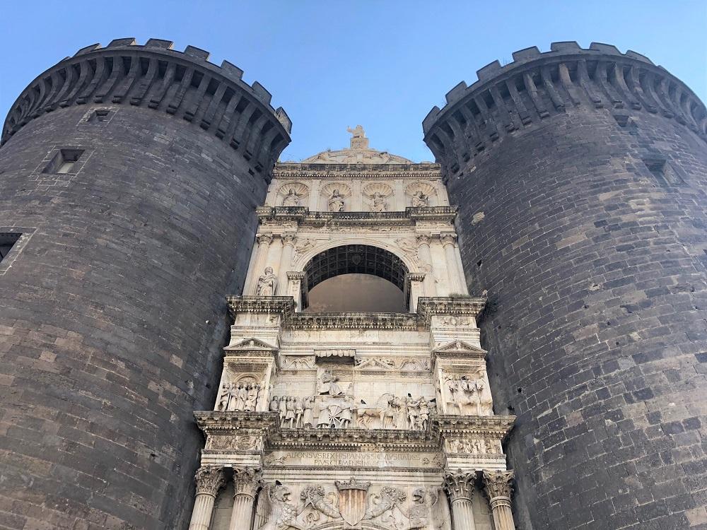 Zamek Nuovo Neapol