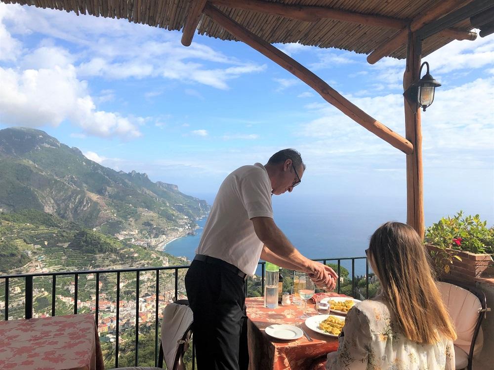 Obsługa w restauracji była na najwyższym poziomie! Na danie główne wybraliśmy makaron z krewetkami: było smacznie!