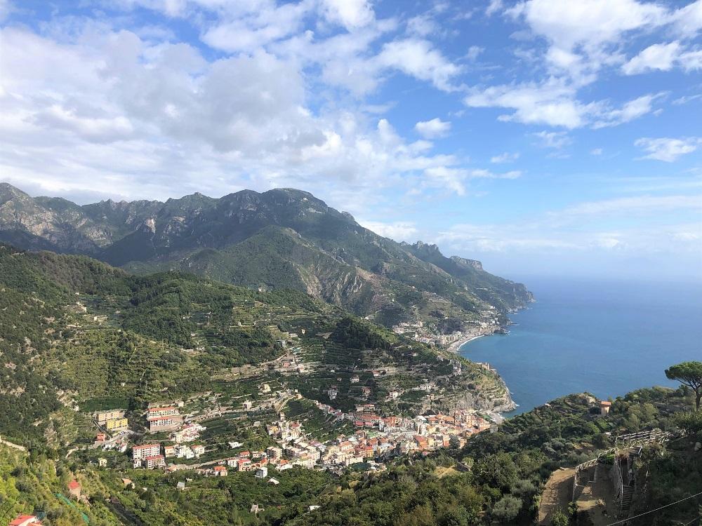 Pierwsze miasteczko, które widzicie to Minori. Za wzgórzem jest miejsce z którego przyszliśmy, czyli Maiori.