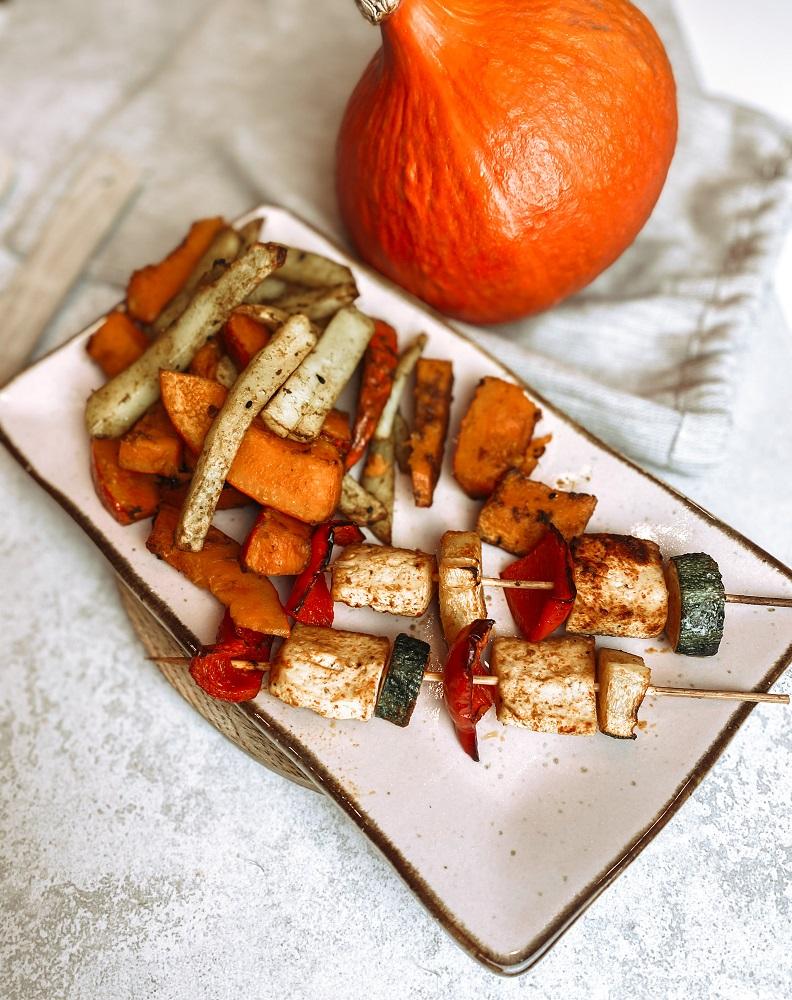 Jesienne szaszłyki z pieczonymi ziemniakami i dynią jesienny jadłospis